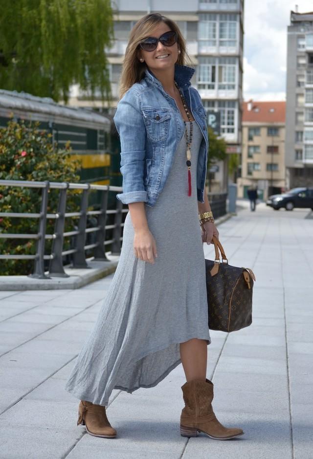Как носить длинное серое трикотажное платье
