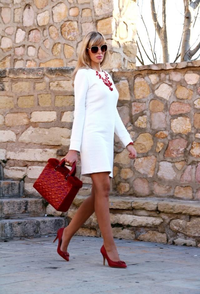 Фото модных образов с белым платьем