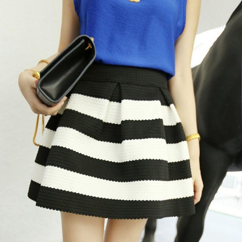 Черно-белая юбка в полоску - модные образы