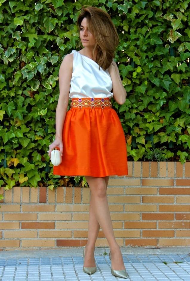 Оранжевая короткая юбка