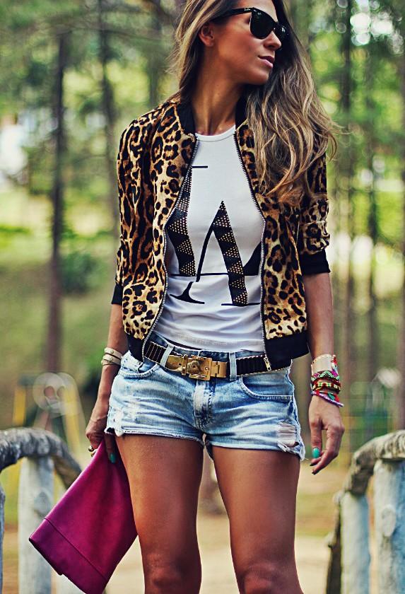 короткие шорты с леопардовым жакоетом-бомбер