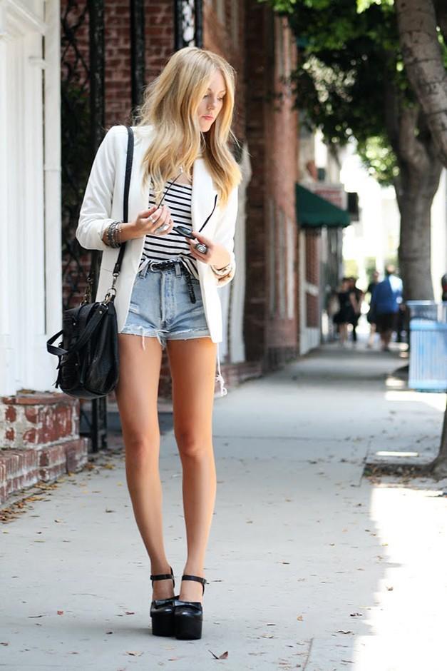 с чем можно носить джинсовые шорты с высокой талией