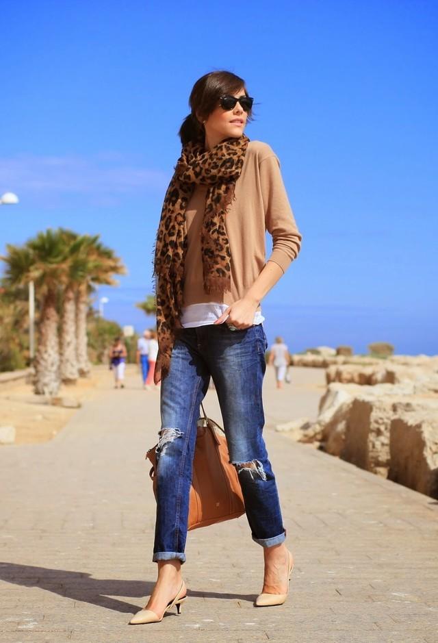 фото С чем носить шарф летом