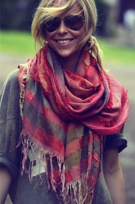 С чем носить шарф летом