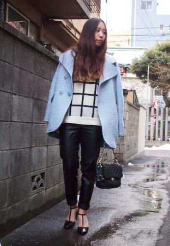 черно белый свитер в клетку фото