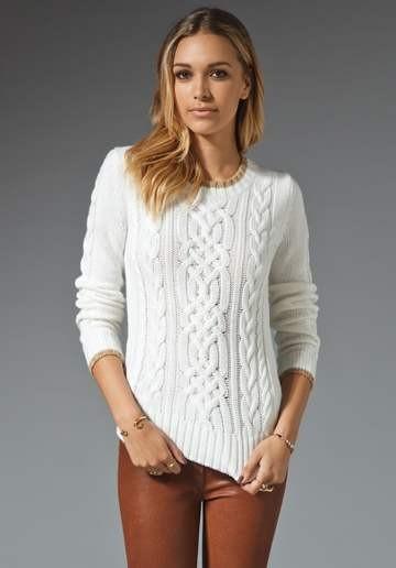 фото женского белого свитера