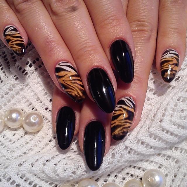 фото тигровых ногтей
