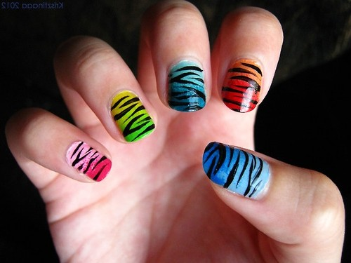 разноцветные тигровые ногти