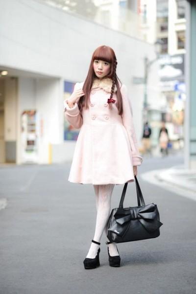 Розовое платье с завышенной талией