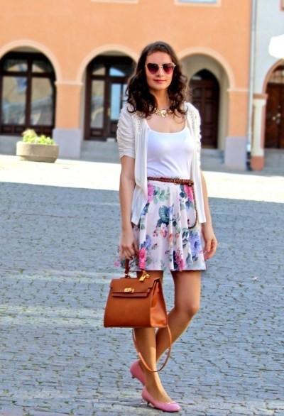 летние образы с розовыми туфлями