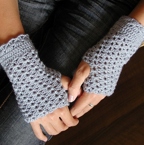 grey-fingerless-crochet-mittens